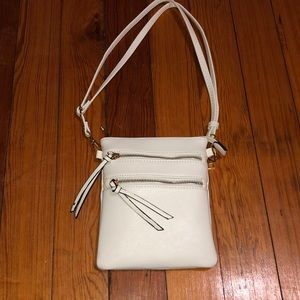 White purse with pockets